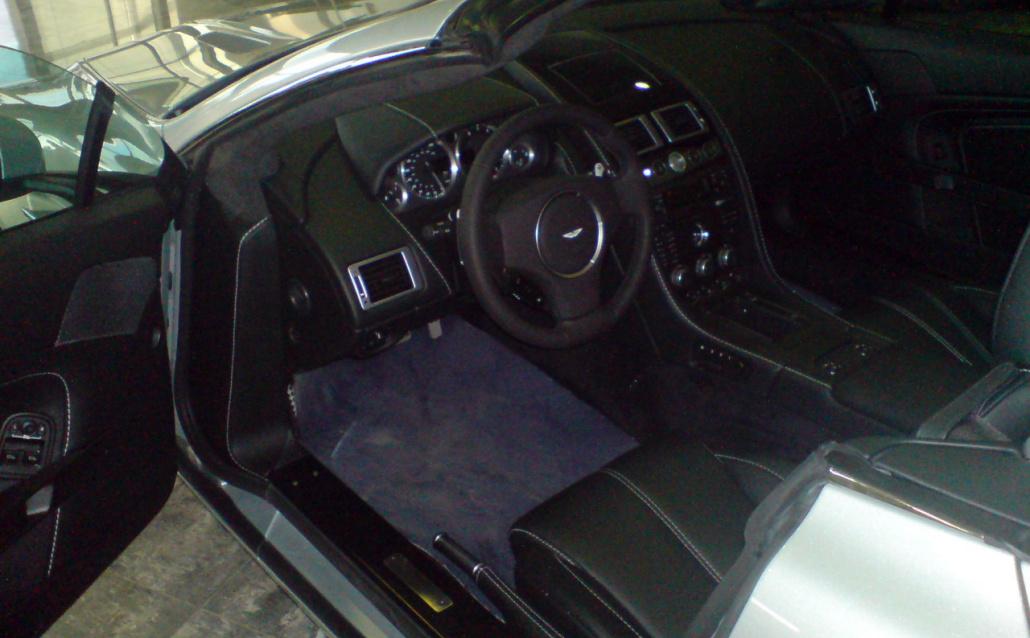 Aston Martin V8 Vantage Roadster Салонная)))