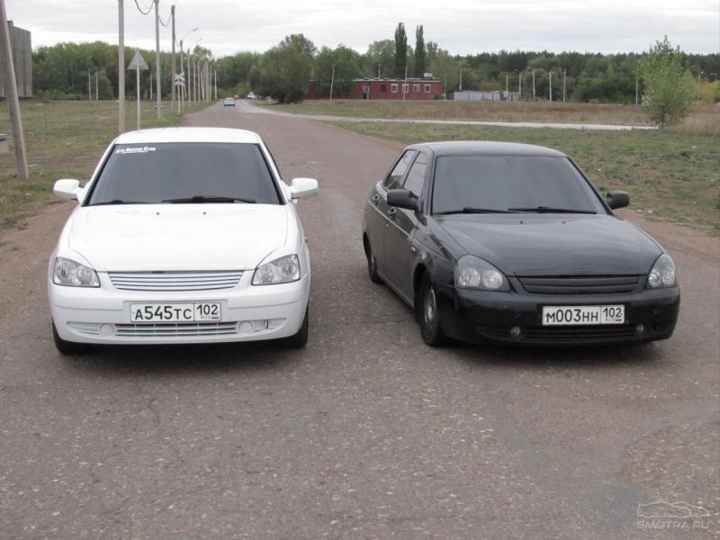 Лада Приора - черная и белая.
